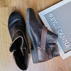 《BCBGENERATION》 Leather Ankle Booties